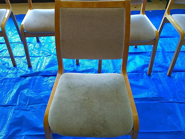 食堂の椅子 クリーニング前