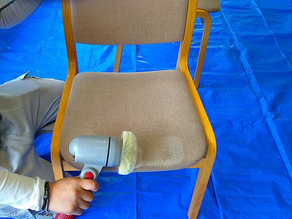 食堂の椅子 クリーニング中