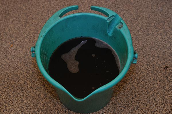 エアコンクリーニング 回収した汚水