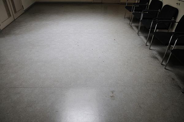 ロビー 床掃除前