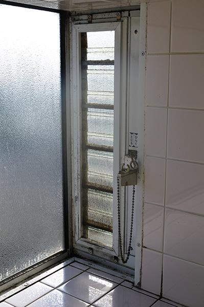 キッチン 窓ガラス クリーニング