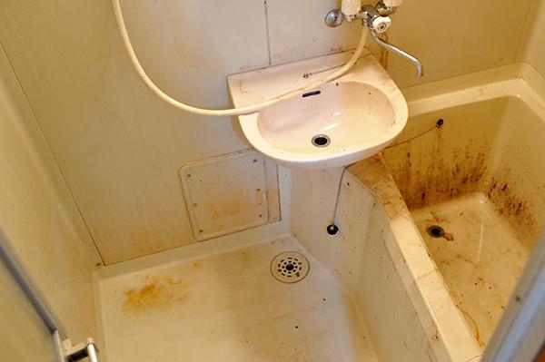 浴室、ユニットバス クリーニング中