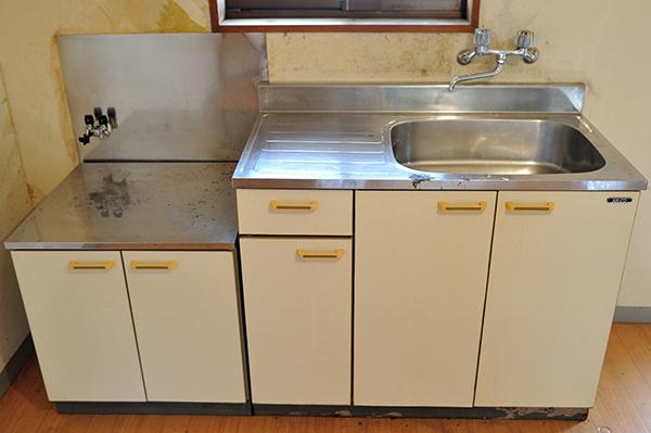 ゴミ屋敷のキッチン。クリーニング後