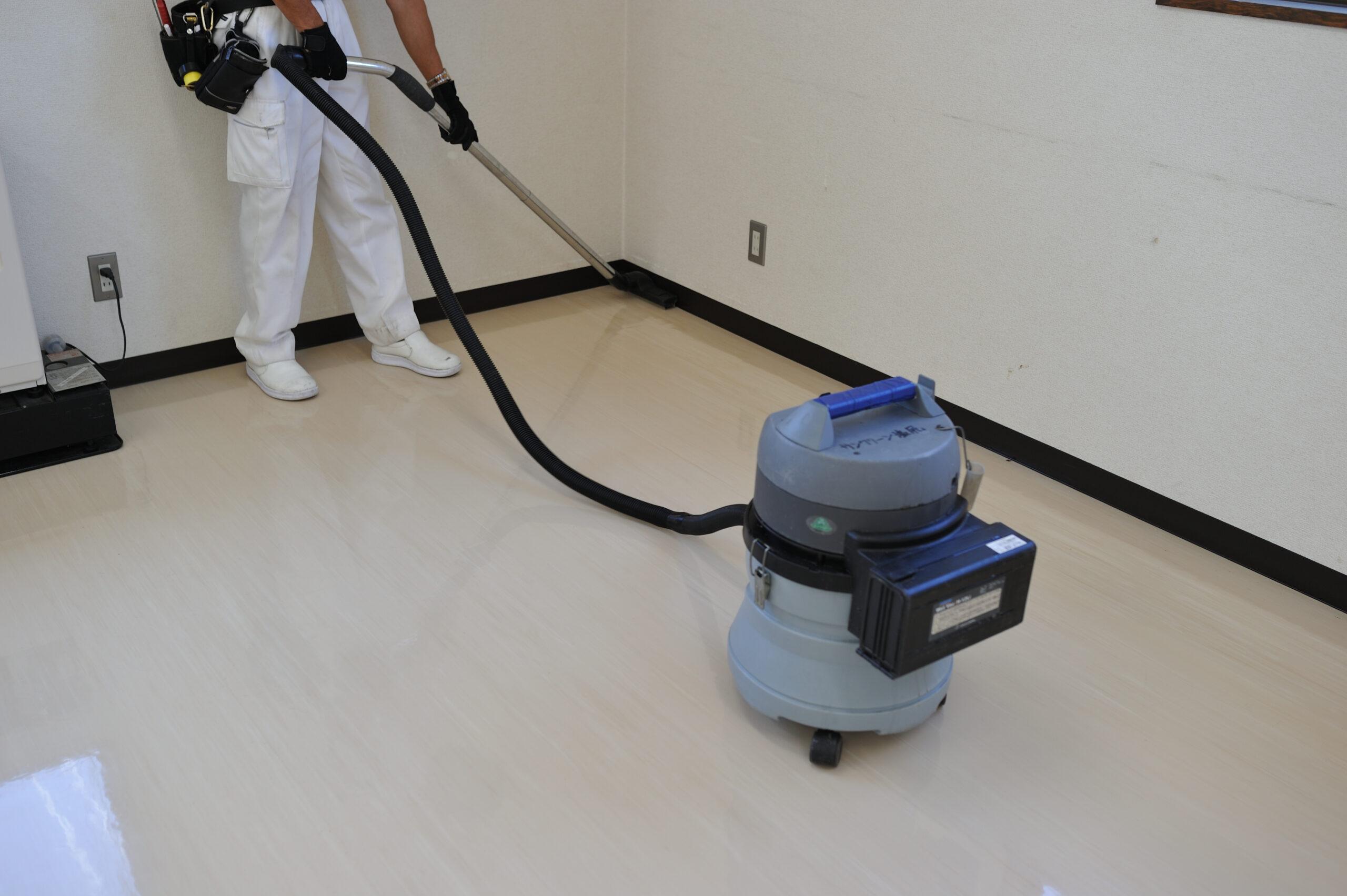 床清掃 汚水の回収